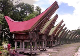 Tanah Toraja merupakan salah satu kabupaten di propinsi Sulawesi Selatan yang pada tahun 2014 lalu mencanangkan semboyan wisata visit south sulawesi. Program visit sulawesi adalah salah satu program milik pemerintah provinsi sulawesi selatan untuk mempromosikan kearifan budaya lokal dan juga potensi wisata sulawesi selatan yang sangat banyak. Hampir seluruh jenis pariwisata terdapat di daerah ini. Mulai dari wisata laut, kuliner, pantai, gunung bahkan wisata modern seperti karnaval dan waterbom sudah hadir di kota ini. Ini merupakan alasan utama mengapa anda harus mengunjungi Sulawesi selatan sebagai kota tujuan wisata anda berikutnya.
