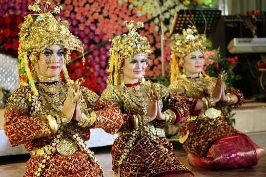 Download this Pakaian Adat Sumatera Selatan picture