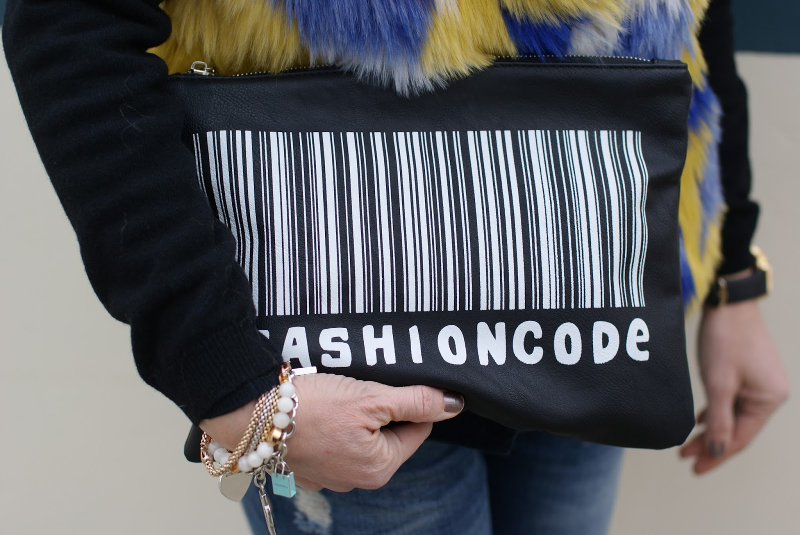 Fashion code clutch from Zara on Fashion and Cookies fashion blog, fashion blogger style
