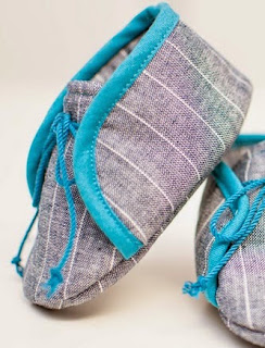 http://shwinandshwin.com/2015/02/cloth-baby-sneakers-free-pattern.html