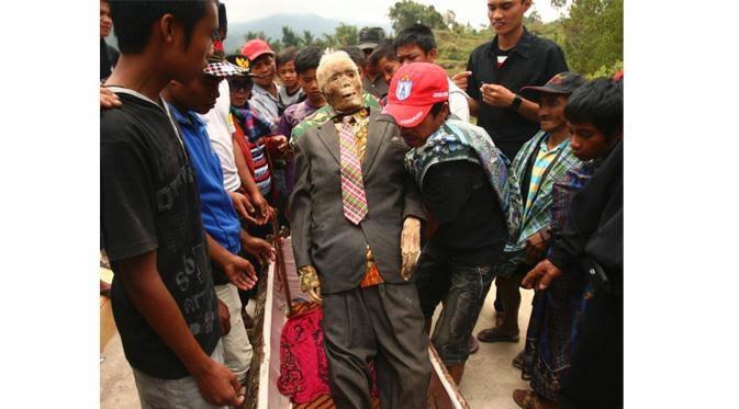 Ma Nene Upacara Mayat Berjalan di Tana Toraja