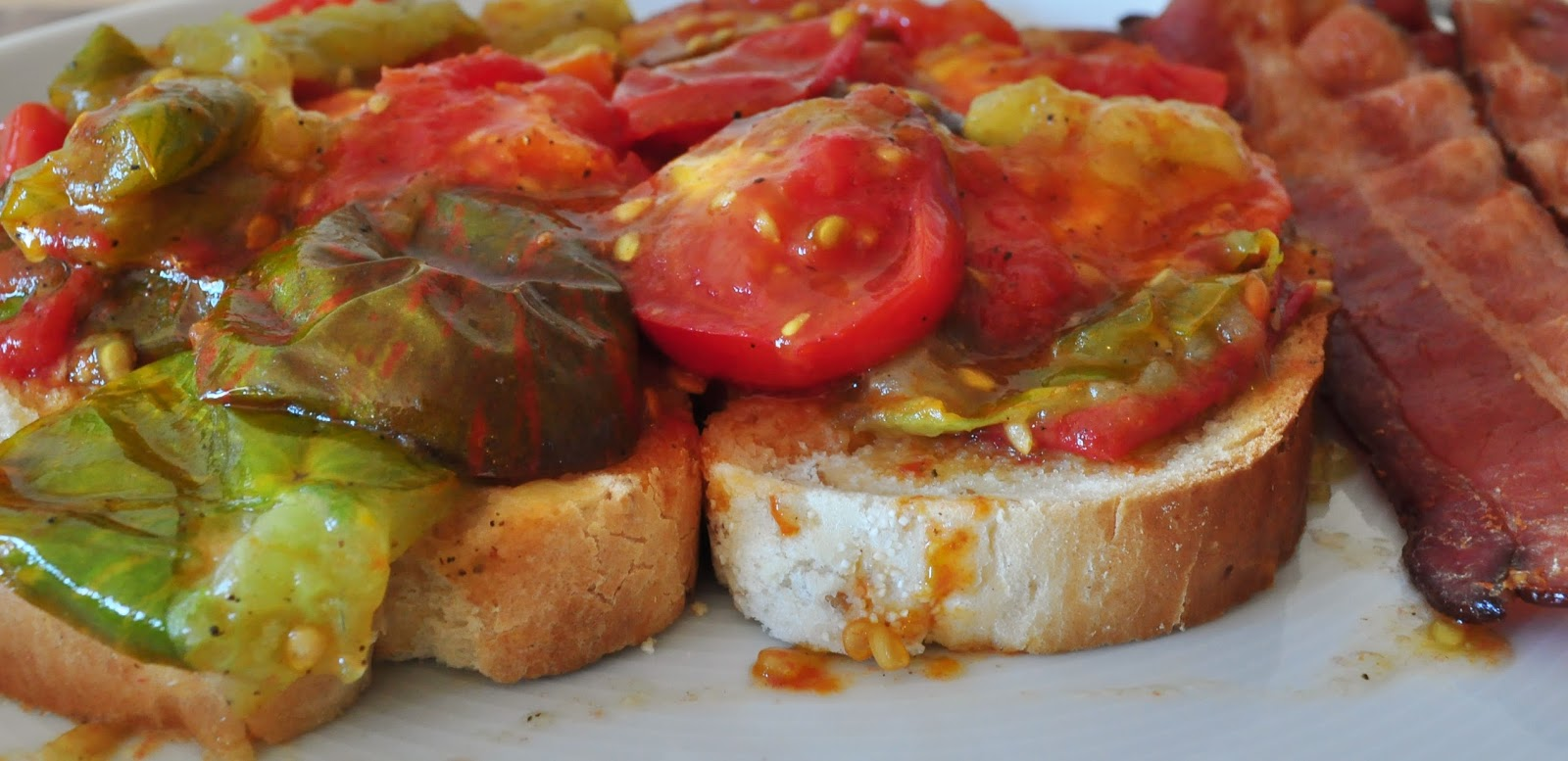My Tiny Oven: Fried Red Tomatoes on Toast