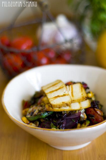 Sałatka z czarnym ryżem i grillowanymi warzywami