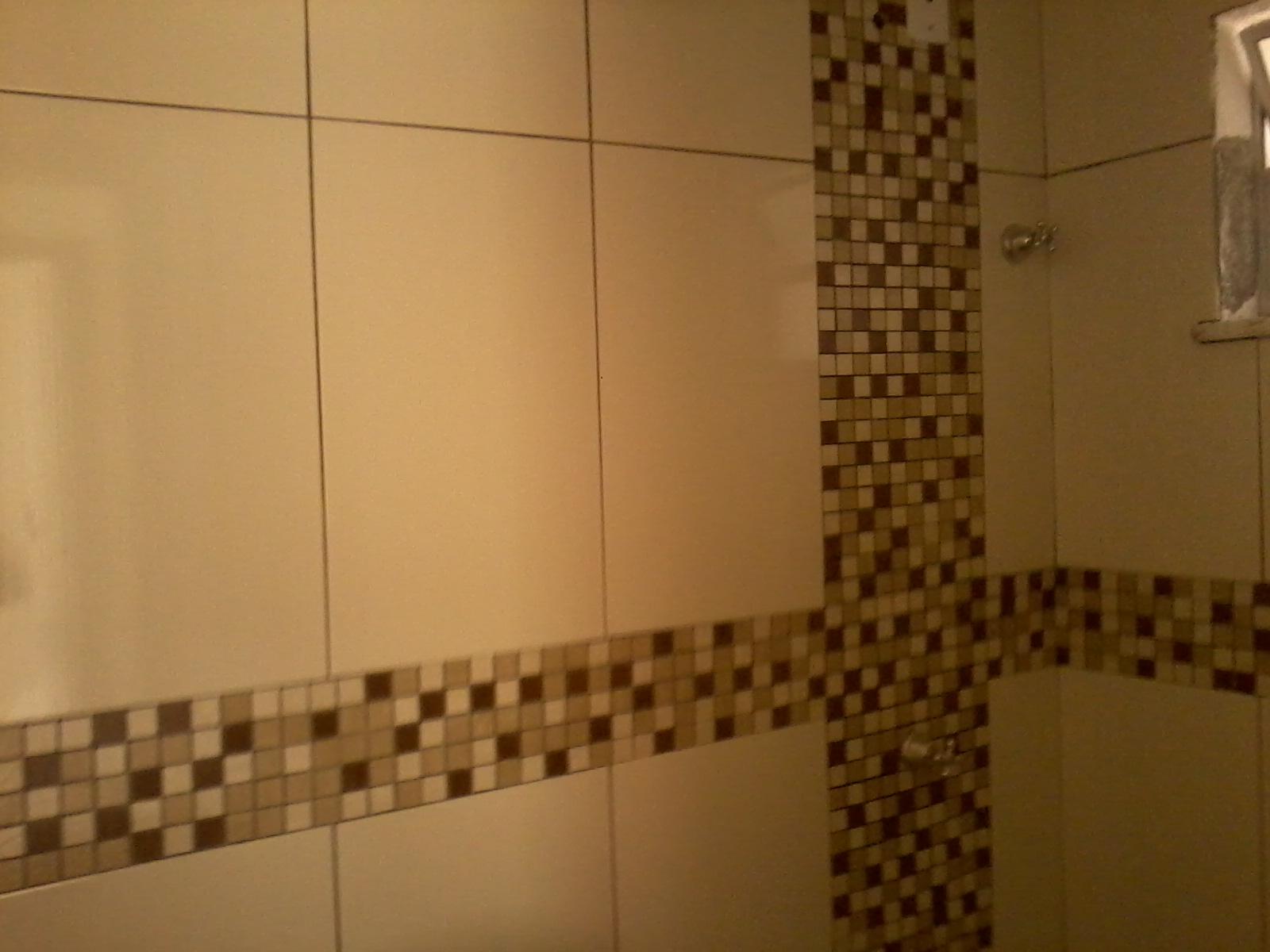 JESUS TÔ APAIXONADA POR MEU BANHEIRO falta rejunte colocação do  #C1780A 1600x1200 Banheiro Branco Com Pastilhas Verde
