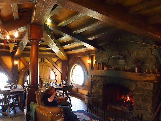the hobbit restaurant - 640×480