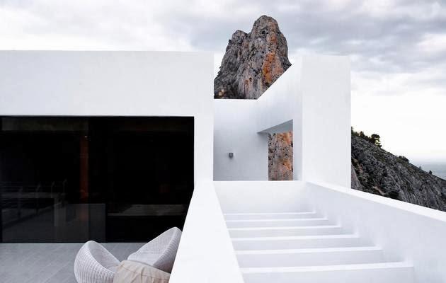 ... Rumah Unik dengan Kolam Renang Di Atap | Model Denah Rumah Minimalis