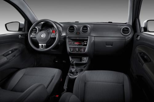 2013-Volkswagen-Gol-three-door