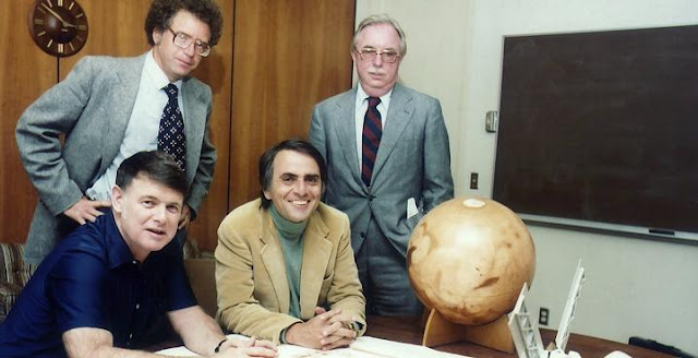 From left to right: Bruce Murray, Carl Sagan (seated) with Louis Friedman and Harry Ashmore (standing). Credit: NASA