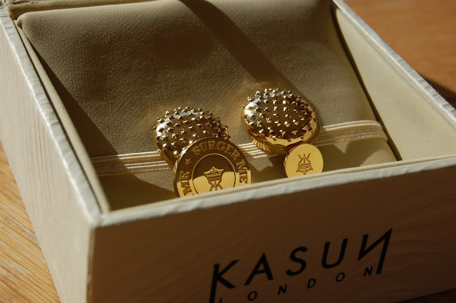 I like GOOOOOOOLD. The 18ct gold-plated burger cufflinks.