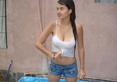 Wet T-shirt in a Public Fountain - Free Porn Videos -