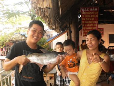 gia đình vui câu cá