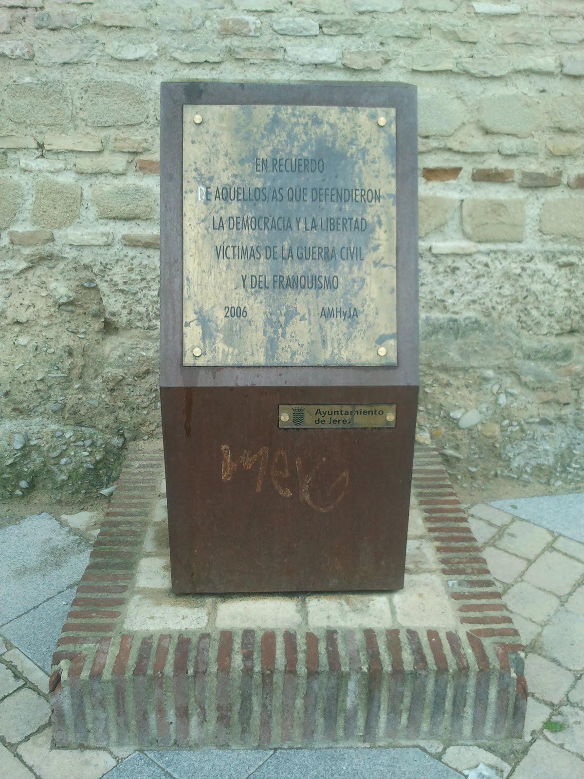 Monolito en recuerdo a las víctimas del franquismo en Jerez: