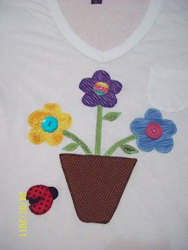 Bem de perto: flores e joaninha