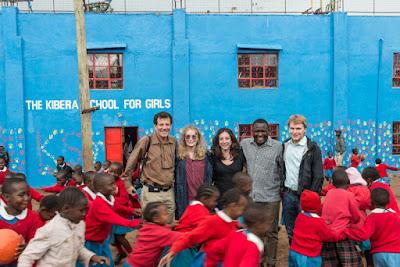 Mia Farrow viaja com a produção ao Quênia - Divulgação