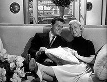Doris Day junto a Gordon MacRae en una escena de la película Starlift, de 1951.