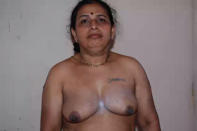 Hema old age aunty removing sarre and showing boobs