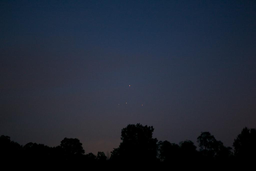 ufo triangle formation