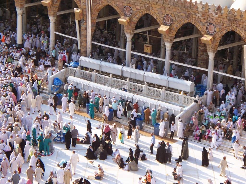 Air Zamzam di Masjidil Haram Mekah