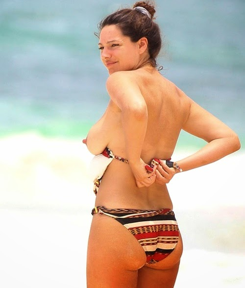 kelly brook topless in cancun mexico   keeps on delivering hot stuff