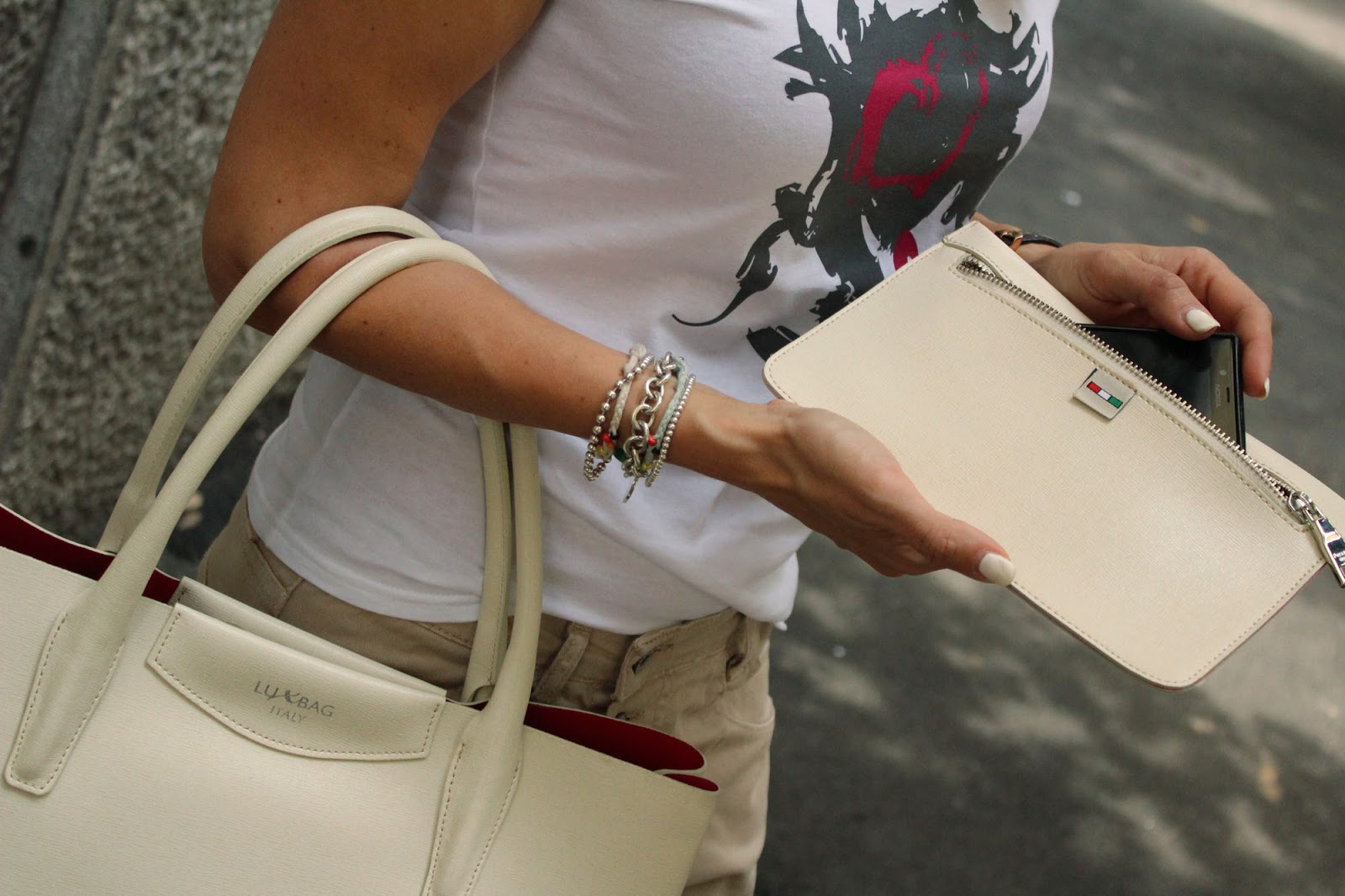Eniwhere Fashion - Tshirt Wronghole and LuxBag