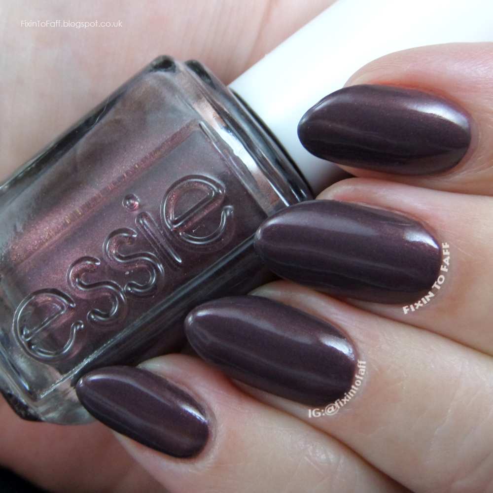 Swatch and review of Essie Sable Collar.