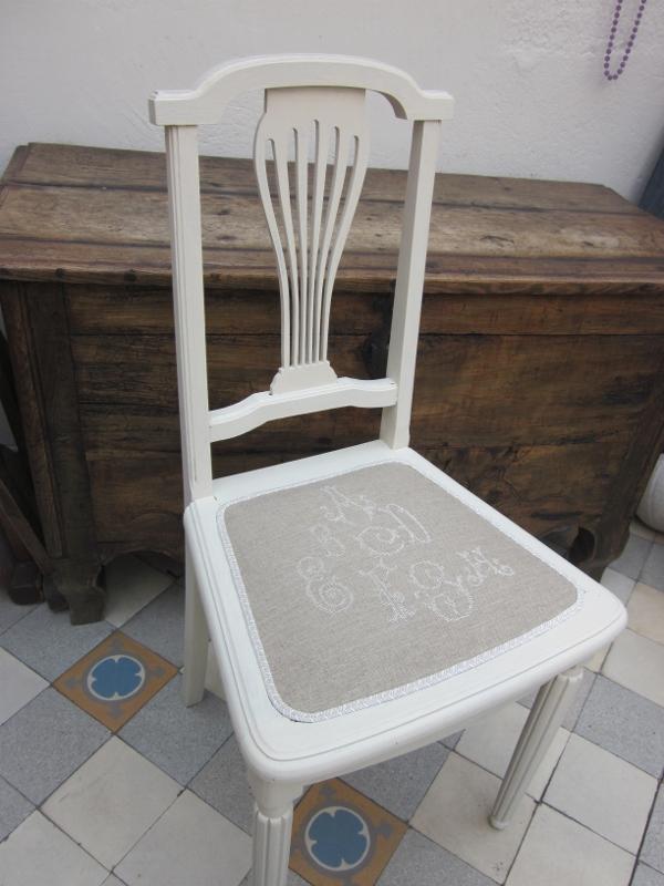 corine kern tapissier chaise abecedaire. Black Bedroom Furniture Sets. Home Design Ideas