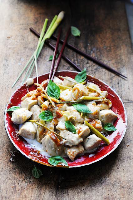 Semaine Thaï Thaï dans ma cuisine ! Mon curry de poulet blanc très coco et très acidulé…