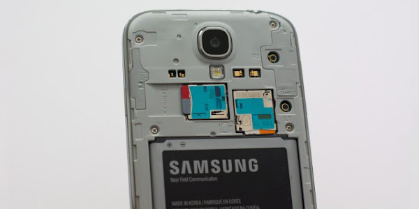 Removable battery and microSD card slot on Galaxy S5