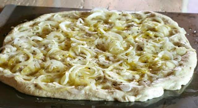 pizza casera cebolla y queso paso 6