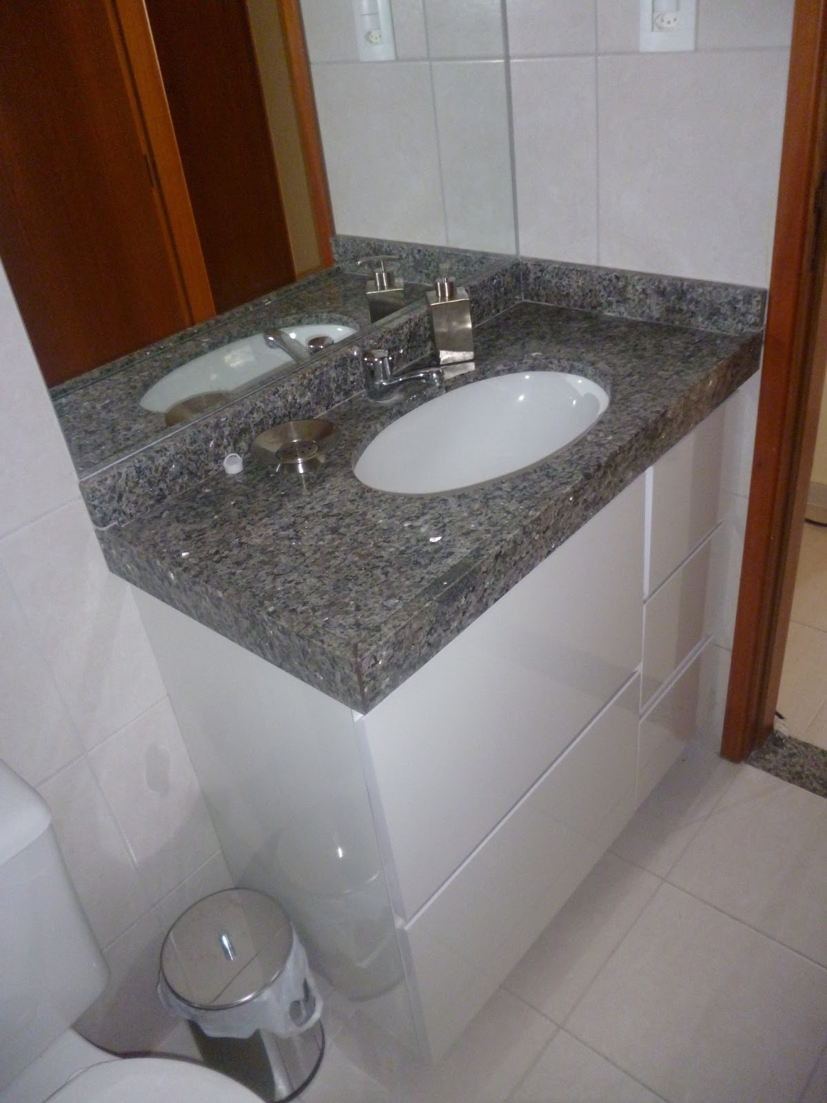 VIA ART FERRO Contato (81)988331092 E mail: via.artferro@gmail.com  #613920 1200x1600 Armario Banheiro Granito