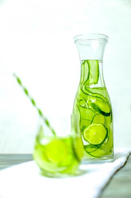 Water + lime&cucumber water/ O wodzie + przepis na ogorkowo limonkowa wode smakowa