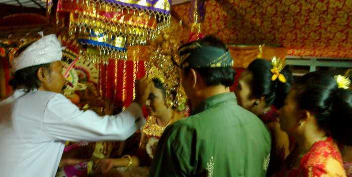 Mesangih in Bali