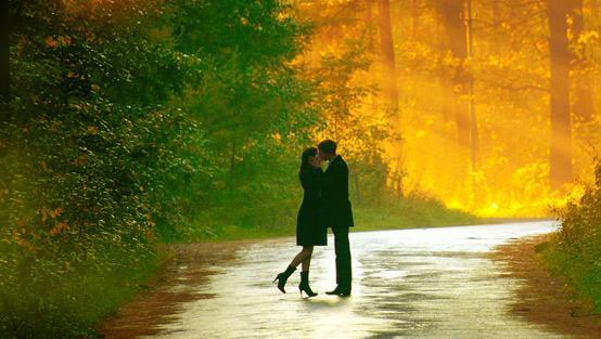 كيف تبرهنين وفاءك للحبيب مع مرور الأيام  - romance - romantic kiss