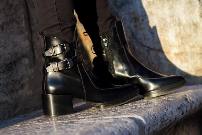 Botines con hebillas piel cuero negros Zara Trafaluc Blogger Adicta a los Zapatos Tendencias Calzado