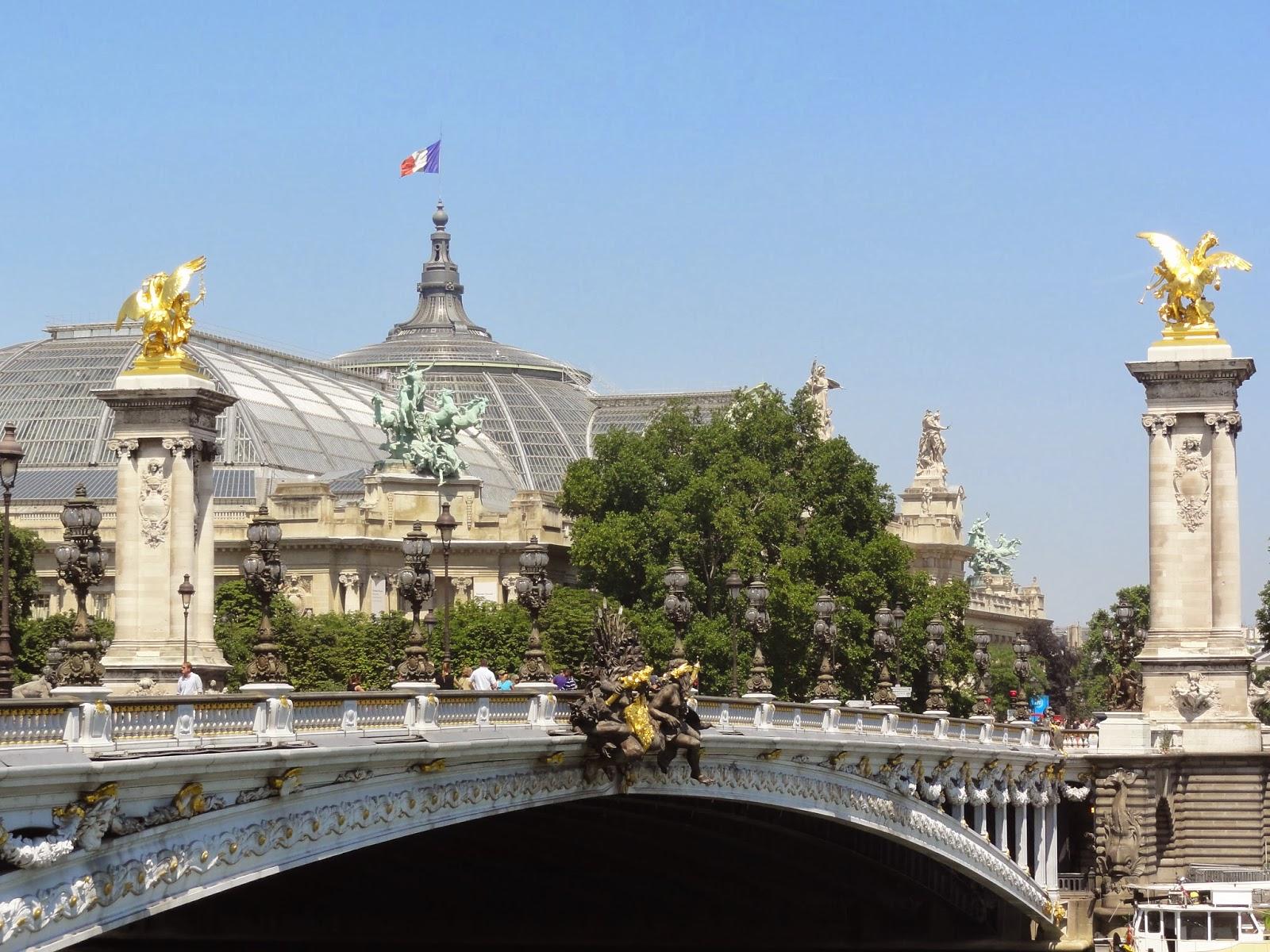 Pont alexandre iii paris historic walks for Alexandre jardin le petit sauvage