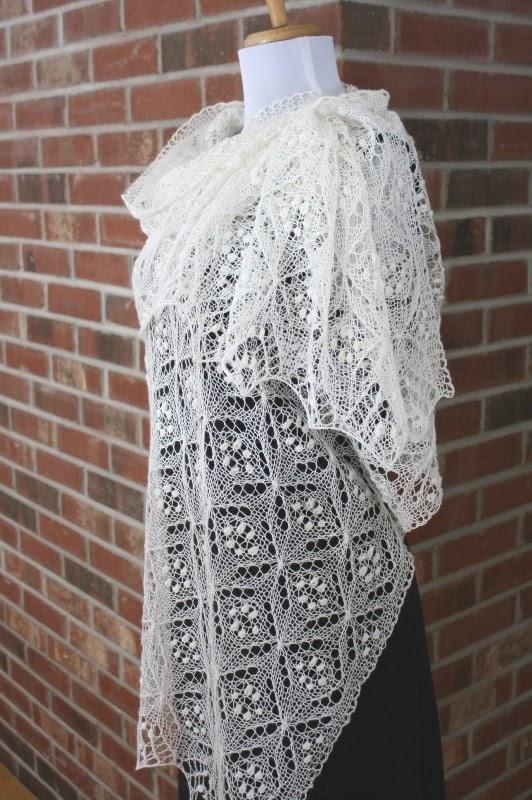Quatrefoil Knitting Pattern : All Knitted Lace: Free Pattern Motif: Quatrefoil