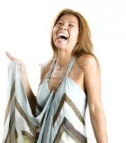 mujer que rie y disfruta la vida,jpg