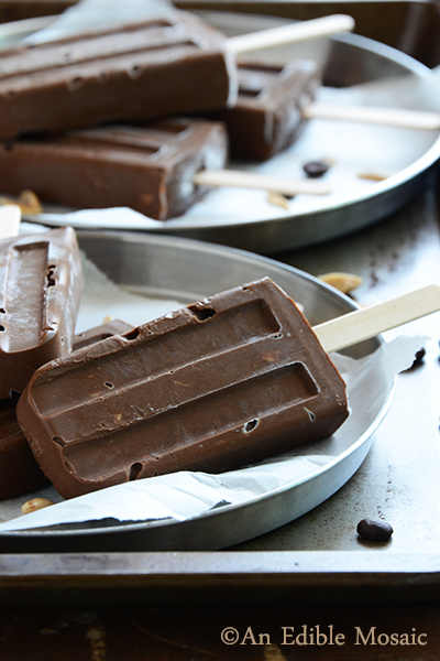 Mocha Almond Fudgsicles {#SummerOfThePopsicle Guest Post: An Edible Mosaic} | www.girlichef.com