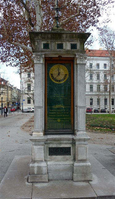 Zagabria: l'orologio della colonna meteorologica di Piazza di Nikola Šubić Zrinski