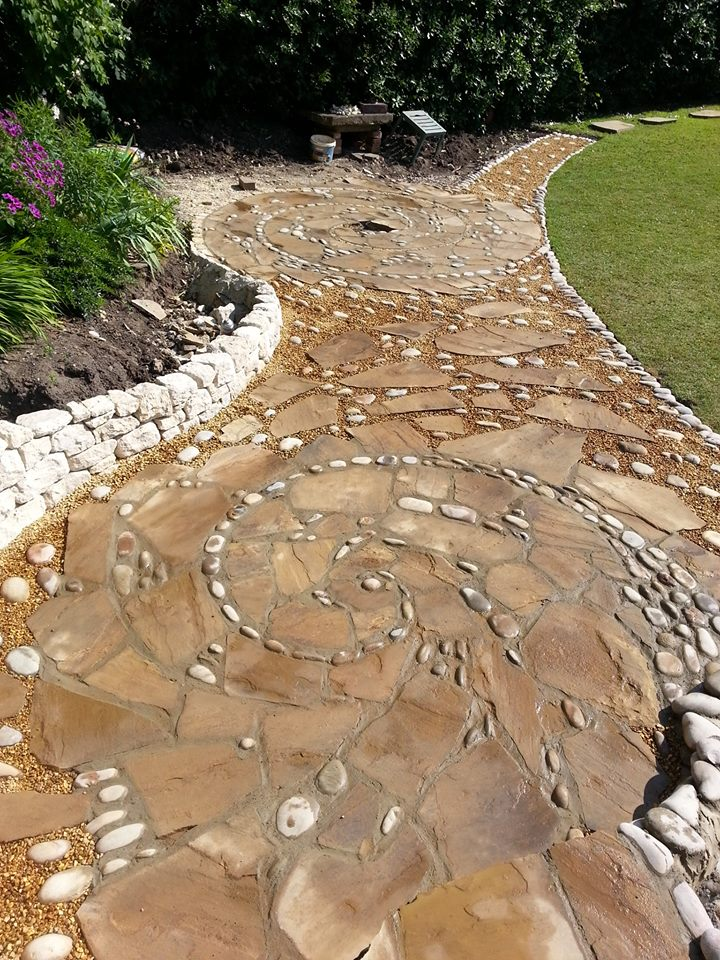 14-Johnny-Clasper-Sculpture-Paths-and-Walls-with-Rocks-and-Stones-www-designstack-co