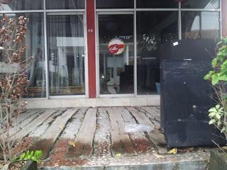Harris Hotel Seminyak - Jl. Drupadi No. 99 Seminyak - Bali  facing vacant businesses