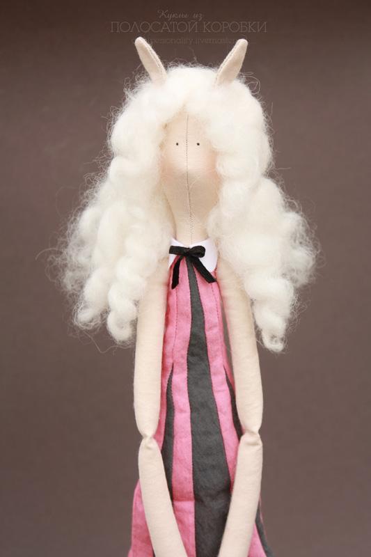 Тоненькая текстильная кукла Альбина лама