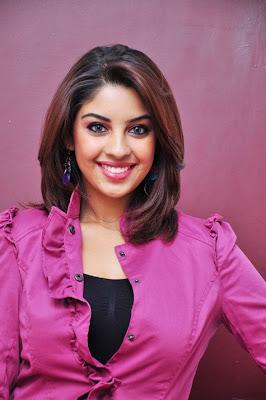 Mayakkam Enna heroine Richa hot stills