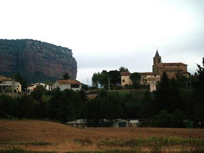 Vilanova de Sau i els Cingles de Vilanova al seu darrere