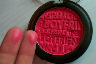 essence-beauty-beats-blush-groupie-at-heart-swatch-1