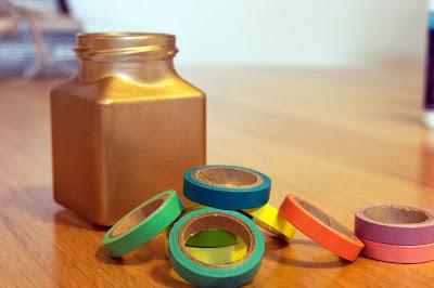 DIY mini gold washi vases from www.madewithlovebykat.co.uk