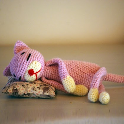Pattern of crocheted Cat with diagram