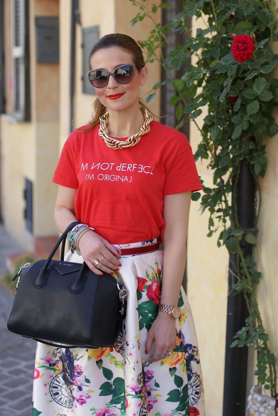 Zara red t-shirt on Fashion and Cookies fashion blog