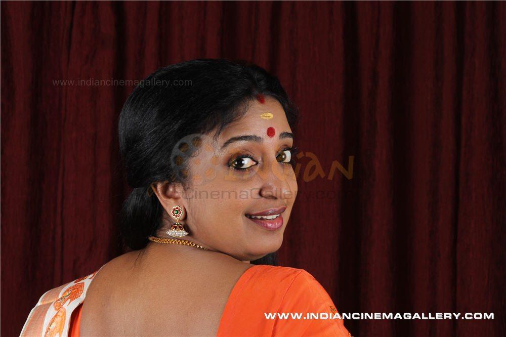 Malayalam movie actress Sona Nair latest hot photos in saree and ...