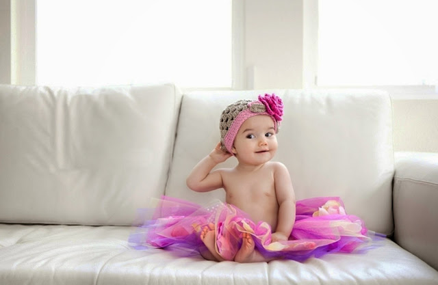 100000-Baby Sitting on The Sofa HD Wallpaperz